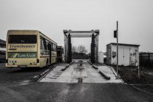 la station de lavage de l'atelier de maintenance permet de nettoyer le bus