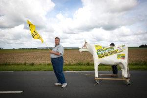 Manifestation contre la ferme des 1000 vaches